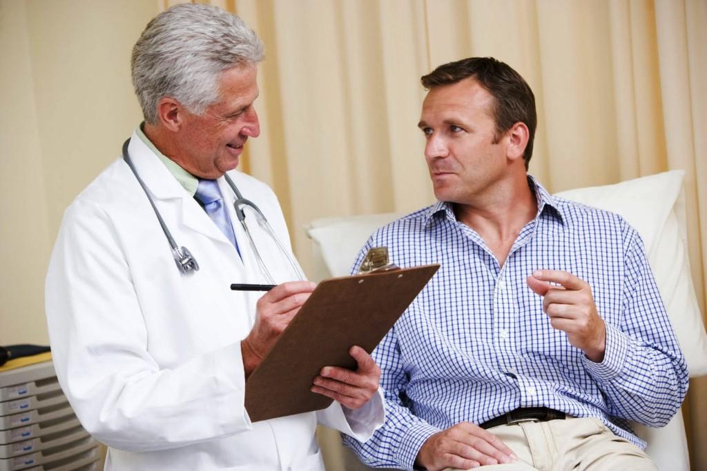 doctor-examines-patient